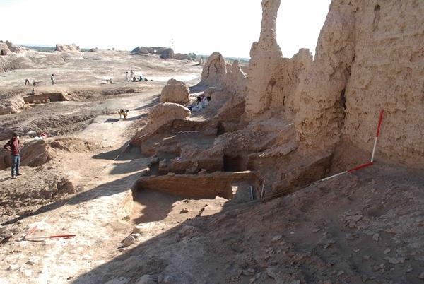 کشف و خواناسازی بقایای دو اتاق سربازخانه در قلعه بمپور