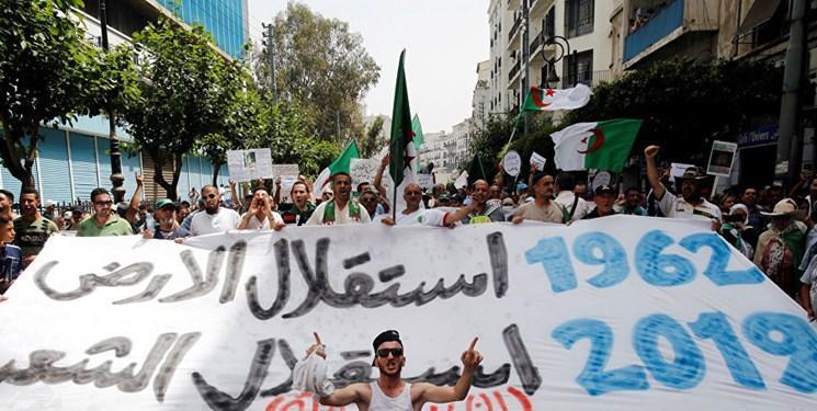 در آستانه انتخابات؛ مردم الجزائر برای سی وهفتمین آدینه متوالی تظاهرات کردند